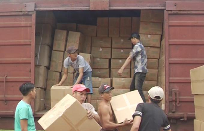 Bốc dỡ hàng hóa Ga Sóng Thần